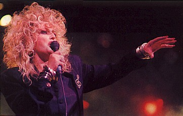 Bonnie, live in 1989, not part of the tour...but hey!